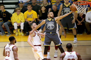 Golden State Warriors Lead NBA Finals 2-0