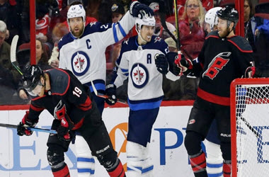 Winnipeg Jets Jump to Top of Central Division
