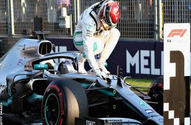 Lewis Hamilton Fastest in Australian Grand Prix Practice