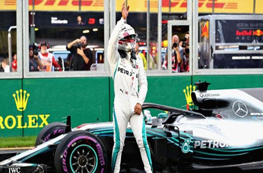 Lewis Hamilton Earns Sixth Straight Australian GP Pole