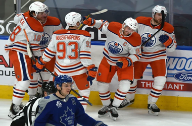 Connor McDavid Scores Two to Give Oilers Win over the Leafs